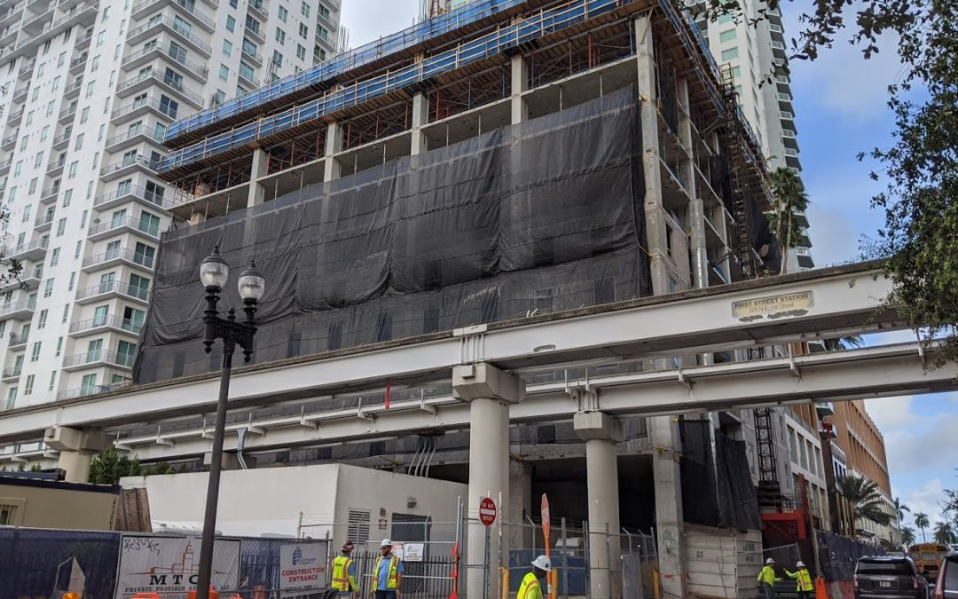FIRST GLASS INSTALLED AT 31-STORY YOTELPAD MIAMI, WHICH IS BEING BUILT WITHOUT A PARKING GARAGE
